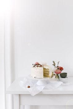 6 DIY Easter Tabletop Ideas and a Gorgeous Cake Recipe Orange Buttercream, Vanilla Bean Cakes, Pistachio Cake, Sponge Cake Recipes, Easter Chocolate, Gorgeous Cakes, Easter Brunch, Egg Decorating, Happy Easter