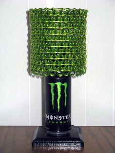 Upcycled lampe faite de boisson énergisante par LicenseToCraft