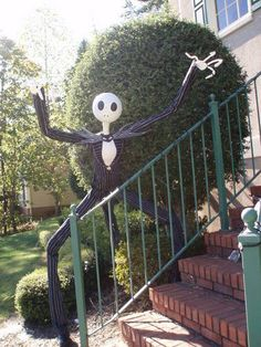 jack skellington pin contains a link to a full tutorial outdoor halloween halloween - Nightmare Before Christmas Outdoor Halloween Decorations