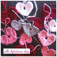 Crochet heart for valentines day. Great for dekoration gifts or a romantic table. Tutorial on my blogg.