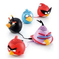 Gear4 Angry Birds Mini Speaker - Fantastyczny mini głośnik z postacią z popularnej gry Angry Birds. Ten poręczny gadżet zmieści się w Twojej kieszeni, dzięki czemu będziesz mógł go zabierać zawsze ze sobą. Głośnik posiada 3.5mm wyjście mini-jack, które umożliwia podłączenie niemal każdego urządzenia z wejściem na słuchawki.