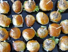 Shuttles or Catering Rolls Thermomix Baguette, Drink Recipe Book, Mini Hamburgers, Mini Sandwiches, Thermomix Desserts, Good Food, Yummy Food, Hamburger Recipes, Cooking Chef