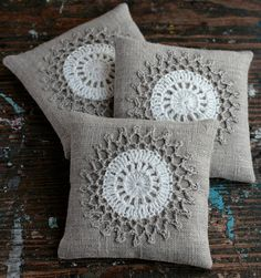 Lavender sachets -- crochet motif -- set of 2 Set bolsitas lavandacrochet por namolio en Etsy Crochet Cushions, Sewing Pillows, Crochet Pillow, Crochet Motif, Crochet Patterns, Lavender Bags, Lavender Sachets, Crochet World, Crochet Home