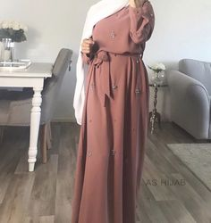 Robe Strass - Source by rappelsf outfits hijab Modern Hijab Fashion, Hijab Fashion Inspiration, Abaya Fashion, Muslim Fashion, Modest Fashion, Dubai Fashion, Bohemian Fashion, Asian Fashion, Hijab Style Dress