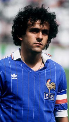 Retro Football: 11 Awesome Photos Of Michel Platini In His Prime Football Icon, Best Football Players, Retro Football, World Football, Sport Football, Football Jerseys, Soccer Players, Michel Platini, Soccer Stars