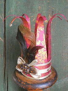 Would be cool to have a paper crown themed party. Crown Crafts, Diy Crown, Design Crafts, Diy Crafts, Crown Party, Party Like Its 1999, Invisible Crown, Paper Crowns, Craft Night