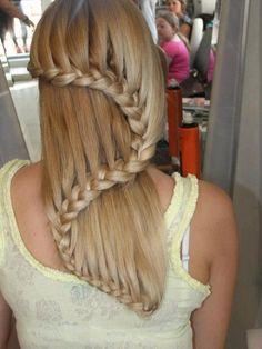 Treccia a onda. #capellilunghi #Longhair #hairstyles  http://www.cafeweb.it/lifestyle/tagli-capelli-colore/tendenze-pettinature-con-trecce-autunno-inverno-2014/catalogo/image/moda-capelli-autunno-inverno-2014-acconciature-con-trecce-treccia-a-onda/