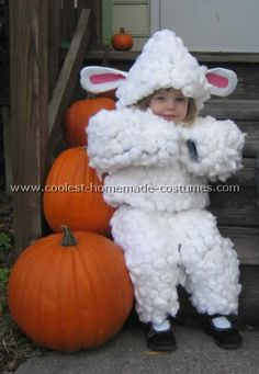 These cool homemade sheep and lamb costume ideas are so cute and easy to make. You'll also find loads of homemade costume ideas and DIY Halloween costume inspiration. Diy Sheep Costume, Lamb Costume, Sheep Costumes, Baby Halloween Costumes, Halloween Diy, Halloween Scene, Costumes Kids, Carnival Costumes, Christmas Costumes