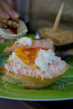 crab salad and shrimp pincho Spanish Dishes, Spanish Cuisine, Spanish Tapas, No Cook Appetizers, Finger Food Appetizers, Other Recipes, Raw Food Recipes, Portuguese Recipes, Snacks