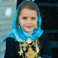 Young girl from the north of Portugal, with the typical filigrana jewels