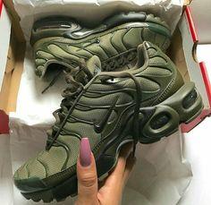 new style 1407e 38bd1  TRUUBEAUTYS💧 Nike Tn, Nike Kicks, Baskets, Cute Shoes, Me Too