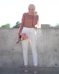 Hijab White Tie Front Pants (withloveleena) Pantalon blanc à Modern Hijab Fashion, Islamic Fashion, Muslim Fashion, Modest Fashion, Look Fashion, Fashion Outfits, Hijab Casual, Hijab Chic, Hijab Mode Inspiration