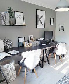 Pitkä työpöytä kahdelle • seinän väri