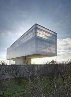 Edificio de Servicios Generales de Apoyo a la Investigación | Healthcare Architecture | Research Center | Tectonic on Stereotomic Building | translucent brise soleil |
