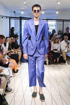 Chalayan Spring 2019 Menswear Fashion Show Collection: See the complete Chalayan Spring 2019 Menswear collection. Look 9