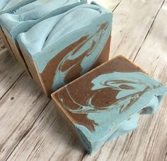 The other soap I made- much more well behaved colored with ground walnut hull and a mix of indigo and micas for the blue. Scented in a fragrance called Driftwood & Sea Salt. It's a great one for guys- but not as heavy as some of the masculine scents tend to be. #eriesoapcompany #soap #soapshare
