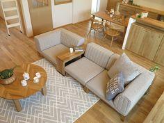分割タイプのソファだからできるソファのトランスフォーム!サイドテーブルとソファの使い方を提案 | 家具なび ~きっと家具から始まる家づくり~