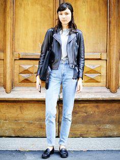 Jeans T-Shirt stylen: Lederjacke
