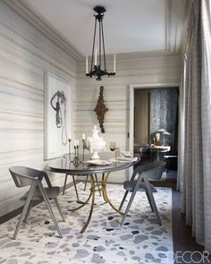 Create dramatic tension by choosing wallpaper in an opposing pattern to the rug.