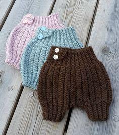 #barselgaver #ullergull #hekledilla #heklingergøy #virkning #häckeln #hekling #crochet #madewithlove #madebyme #handmade #tantehekler #instacrochet #nepal #snellaogpetronella #babypants #diapercover by gunnilladilla