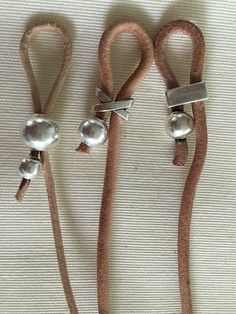Three glasses laces in leathers by mama juane Mom Jewelry, Jewelry Making, Diy Bracelets Easy, Diy Fashion Accessories, Accesorios Casual, Eyeglass Holder, Bijoux Diy, Eyeglasses, Lanyards