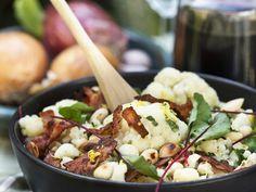Blumenkohl-Speck-Salat mit Mangold und Mandeln | http://eatsmarter.de/rezepte/blumenkohl-speck-salat-mit-mangold-und-mandeln