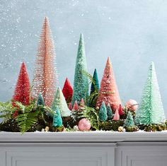 The Christmas countdown is just launched! Bring the magic of Christmas to your home! Because it is not always easy to imagine a Christmas decoration and holiday table consistent and really like you, deco. Miniature Christmas Trees, Cool Christmas Trees, Pink Christmas, Winter Christmas, Christmas Time, Christmas Crafts, Christmas Ornaments, Homemade Christmas, Christmas Snowman