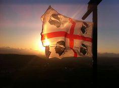 Un ottimo tramonto traspare ,illuminando la nostra bandiera