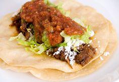 Shredded beef for tacos Crockpot Recipes, Soup Recipes, Healthy Recipes, Mexican Food Recipes, Spanish Recipes, Ethnic Recipes, Shredded Beef Tacos, Green Enchilada Sauce, Grilled Turkey