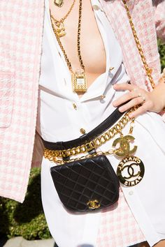 Can't deny a good vintage Chanel belt moment. Contact us directly to see currently available options for very good and excellent condition Vintage Chanel belts. Chanel Vintage, Vintage Shoes, Vintage Outfits, Vintage Fashion, Dress Vintage, Vintage Pink, Vintage Decor, Vintage Art, Vintage Style