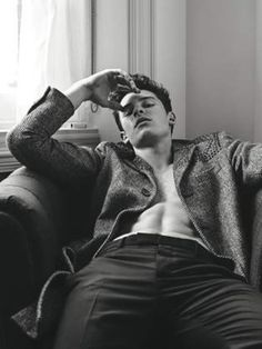 In one of the magazines out there it shows that Shawn Mendes is 18% hot and I'm like look at this pic u wanna go bish