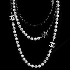 My dream!  Some day I want a Chanel pearl necklace <3<3<3
