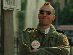 """Como parte da programação paralela à exposição """"Música & Cinema: O Casamento do Século?"""", o Sesc Pinheiros exibe o filme """"Taxi Driver"""" (1976) no domingo, dia 26, às 18h."""