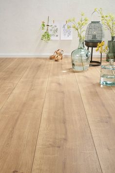 J'adore ce parquet (Decomode laminaat King Size Porto Room Interior, Interior Design Living Room, Interior And Exterior, Engineered Hardwood Flooring, Timber Flooring, Dark Flooring, Flooring Ideas, Laminate Flooring, Living Room Flooring