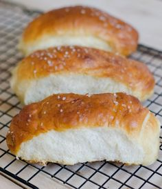 Soft pretzel hot dog buns or rolls. Soft and delicious. You will never buy store bought rolls again! Bread Bun, Bread Rolls, Pretzel Hot Dog Buns, Pretzel Dogs, Pretzel Bread, Hot Dog Rolls, Pretzels Recipe, Soft Pretzels, Thing 1