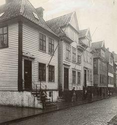 Strandgaten 156-158-160-162, Hordaland - Riksantikvaren-T248 02 0404. 12th Century, The St, Capital City, Bergen, West Coast, Norway, Medieval, Survival, Street View