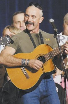 on stage with country babe Aaron Tippin