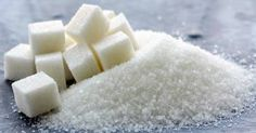 A lista traz a quantidade de açúcar presente em alguns alimentos, sendo representado por pacotinhos de 5 g de açúcar.