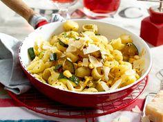 Unser beliebtes Rezept für Zucchini-Mais-Nudeln und mehr als 55.000 weitere…