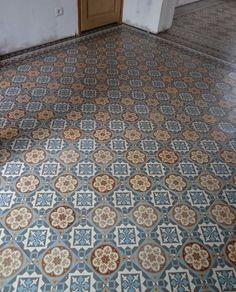 Oude vloertegels Antieke vloertegels Antique encaustic tiles Portugese tegels Portugese cementtegels Cementtegels www.floorz.nl www.floorz.be