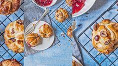 Süße Cruffins mit dreierlei Füllung Easy, Pancakes, Breakfast, Brot, Food Food, Recipies, Morning Coffee, Pancake, Crepes