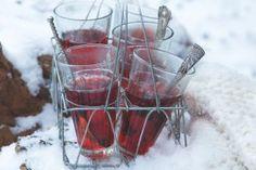 Kovbojský kotlík   Apetitonline.cz Alcoholic Drinks, Wine, Glass, Food, Liquor Drinks, Drinkware, Essen, Alcoholic Beverages, Yemek