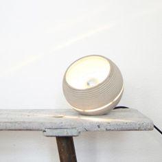 Nminus1 Beton Lightbeam Stehlampe Tischlampe (in verschiedenen Farben)
