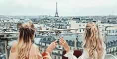 40 Must See Attractions in Paris, France!