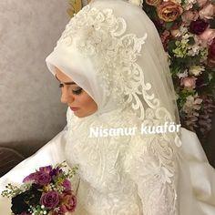 Aksesuar @nisanuraksesuar aittir Hijabi Wedding, Muslim Wedding Dresses, Muslim Brides, Pink Wedding Dresses, Bridal Dresses, Wedding Hats, Wedding Gowns, Bridal Hijab Styles, Pakistani Bridal Makeup