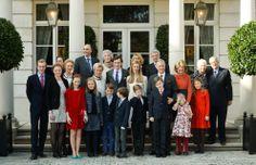 Felipe y Matilde de Bélgica, felices por el compromiso de su sobrino, el príncipe Amadeo, con la periodista Lili Rosboch