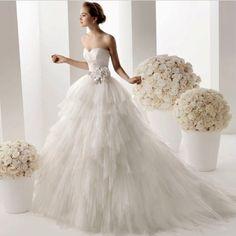 Ve con un arco.   35 vestidos de novia que a toda novia obsesionada con Disney le encantará