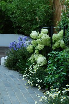 Black Limestone Setts contrast beautifully with the planting in this garden for a 'country' feel. They can be equally effective when laid in bands to define larger, paved areas or along the edges of paths and borders. Front Garden Path, Back Garden Design, Garden Landscape Design, Garden Design Plans, Modern Garden Design, Modern Design, Hydrangea Landscaping, Hydrangea Garden, Hydrangeas