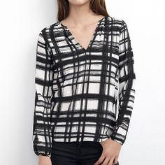 Velvet by Graham and Spencer Vera printed Bouce Brand new with tags and still in packaging. Long sleeve print top. 100% viscose Velvet Tops Blouses