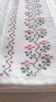 Cross Stitch Boarders, Cross Stitch Rose, Cross Stitch Flowers, Cross Stitch Designs, Cross Stitching, Cross Stitch Embroidery, Cross Stitch Patterns, Hand Embroidery Design Patterns, Flower Patterns